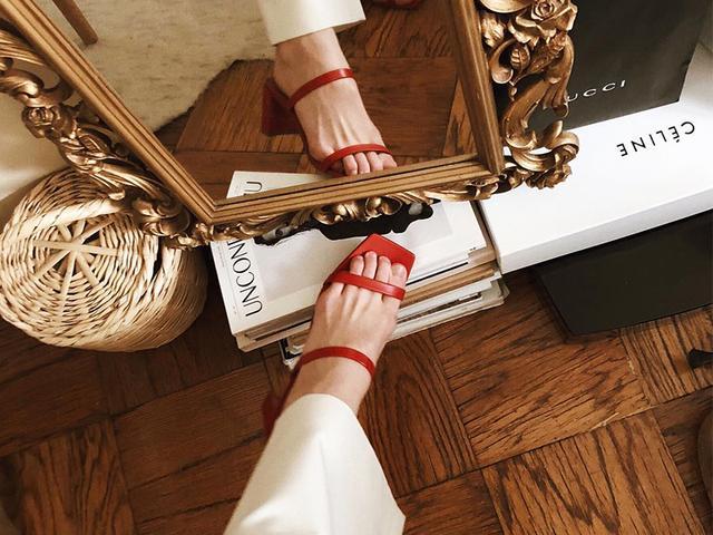 Minimalist sandals for spring
