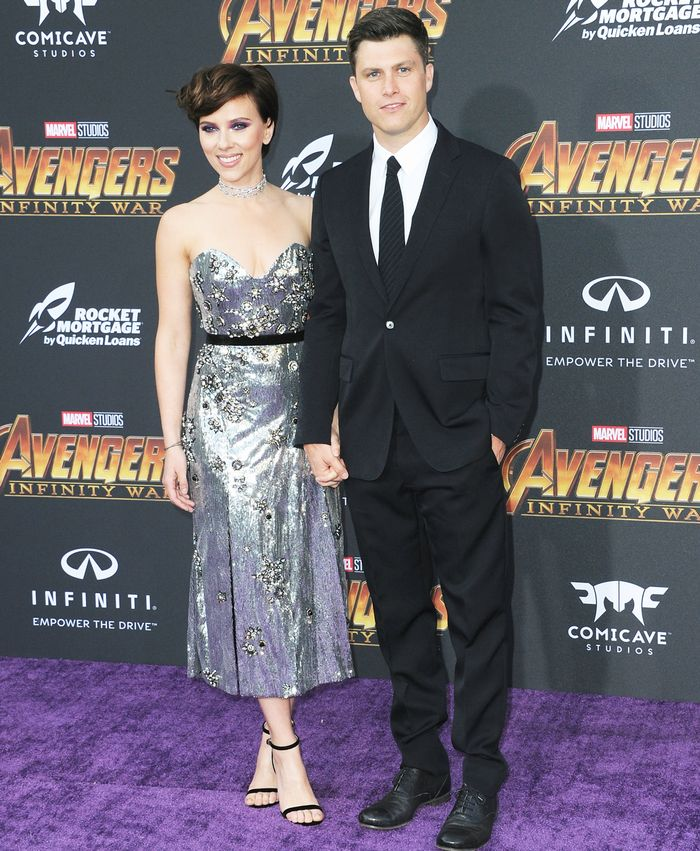 Scarlett Johansson And Colin Jost Are A Red Carpet Couple Who What Wear