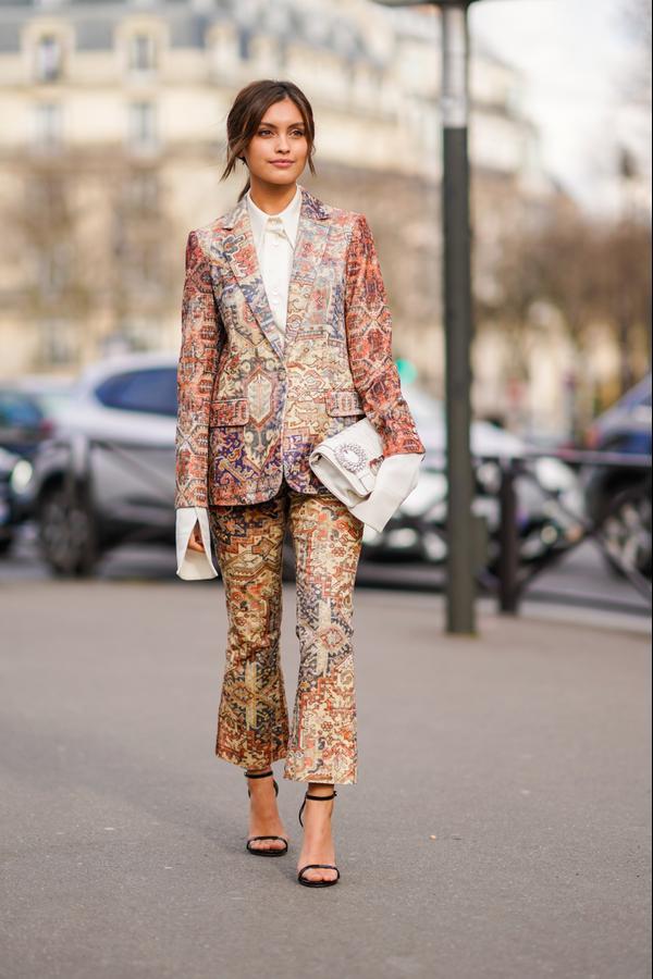 WHO: Sarah Ellen WHAT: Paris Fashion Week WEAR: Frame suit, Miu Miu clutch, Stuart Weitzman shoes