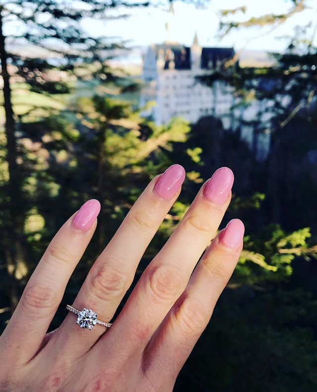 engagement round ring