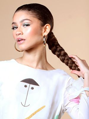 Re-Create Zendaya's Light-Blue Eye Look With This One All-Natural Product