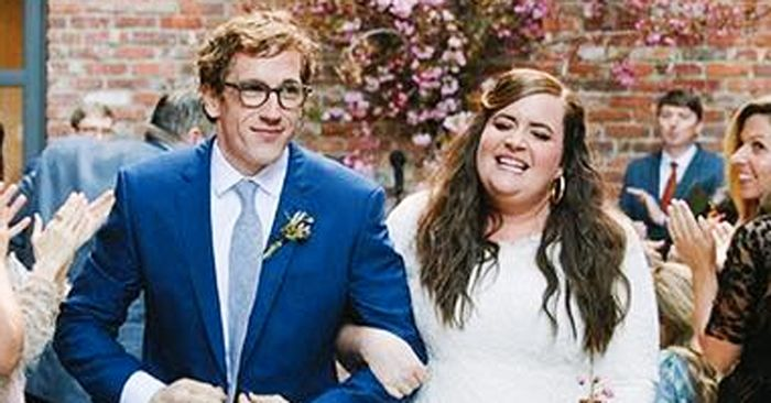 Snl Star Aidy Bryant Just Got Married See Her Dress