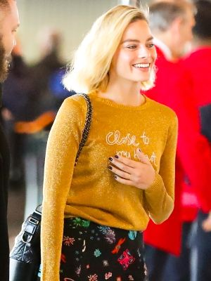 Margot Robbie's Pretty Airport Outfit Is Chill Enough for Long Flights
