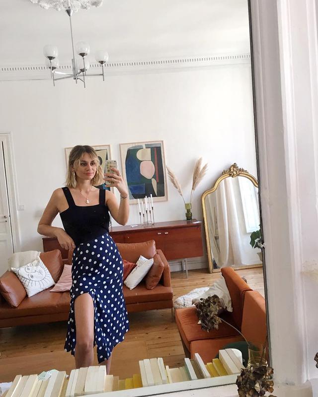 Who else here lives for a high-cut skirt-slit moment?