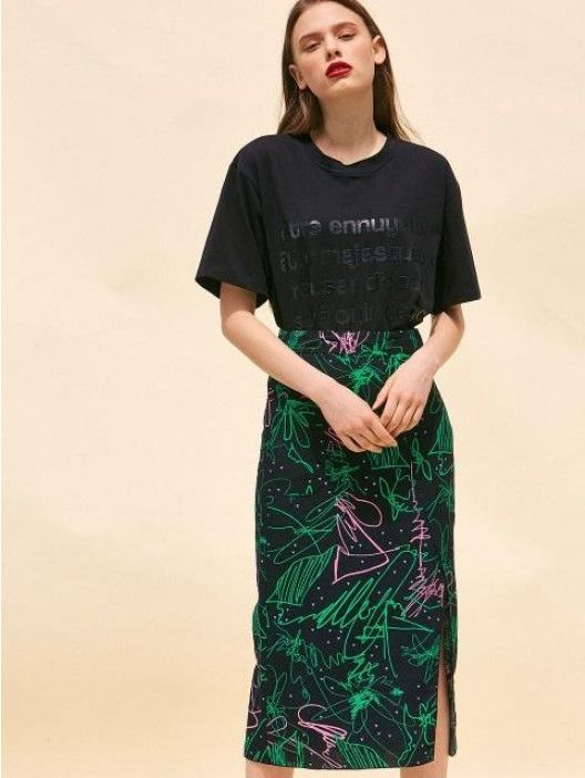 The Suin Front Slit Print Skirt_Black Graphic