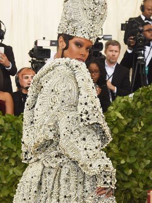 """Everyone Is Calling Rihanna the """"Glitter Pope"""" at the Met Gala"""