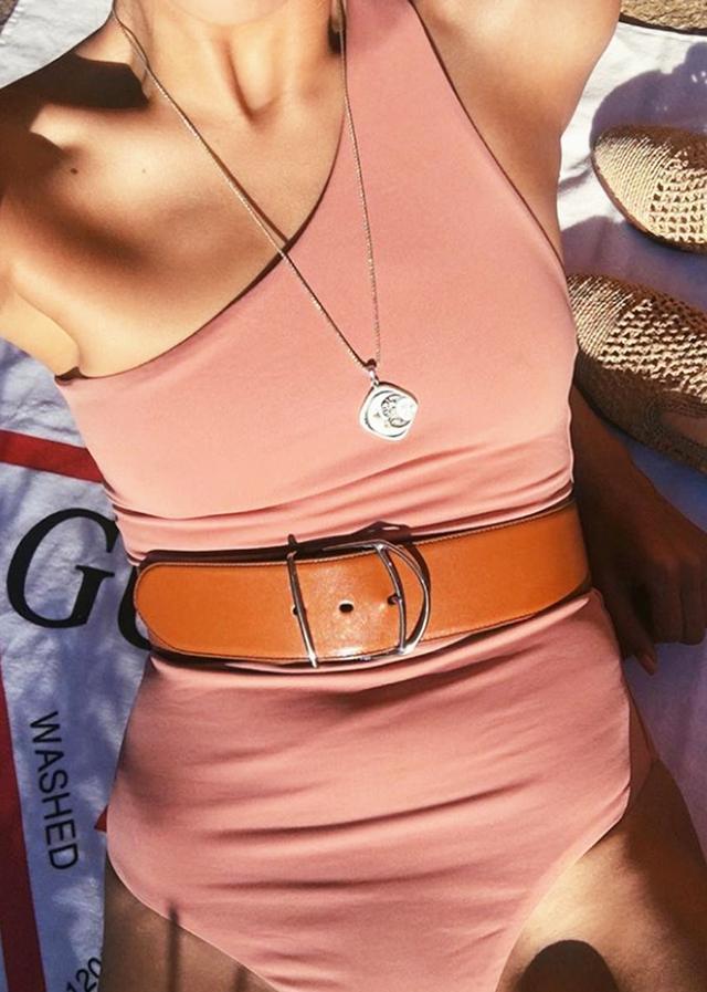 Beachwear trends: Anna Vitiello in jewellery