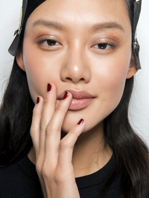 Experts Say This Acid Is Like a Magic Eraser for Blackheads