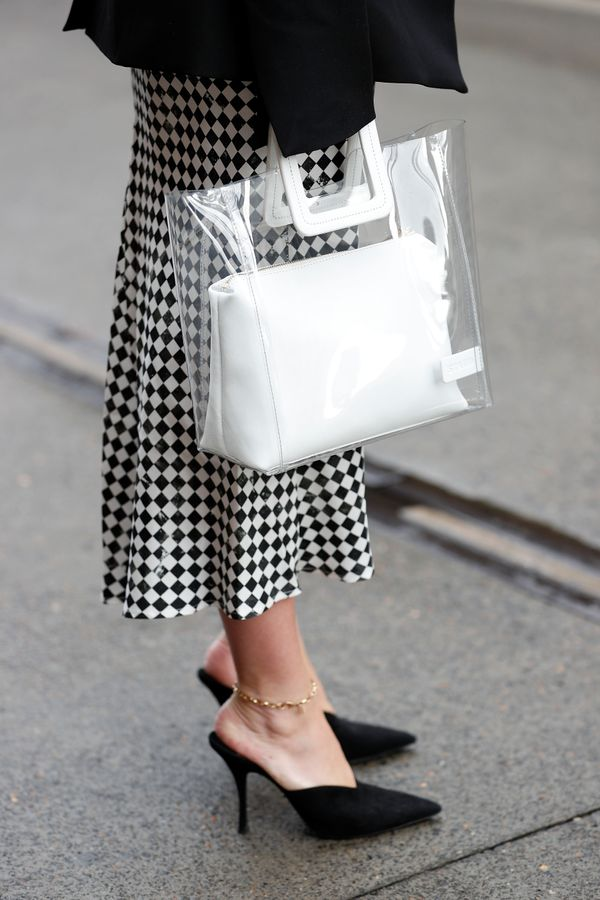 WHO: Lisa Aiken STYLE TIP:By now, it's no secret that this Staud bag is a crowd-pleaser... And we're still obsessed.