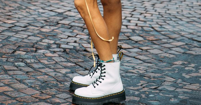 WHITE PATENT LEATHER DR MARTENS | Doc martens outfit, Dr
