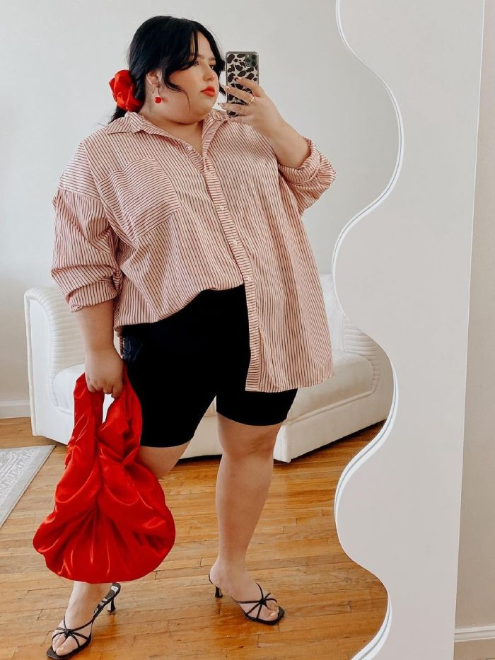 summer capsule wardrobe: jessica torres wearing an oversized shirt