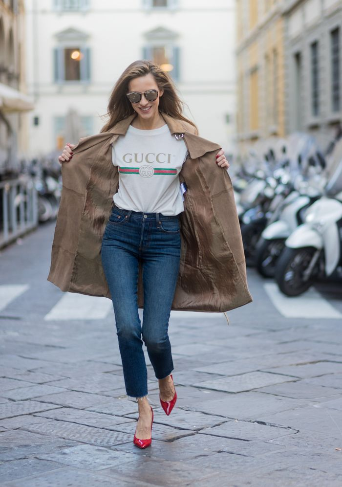 Gucci T-shirt with a trench, jeans, and heels