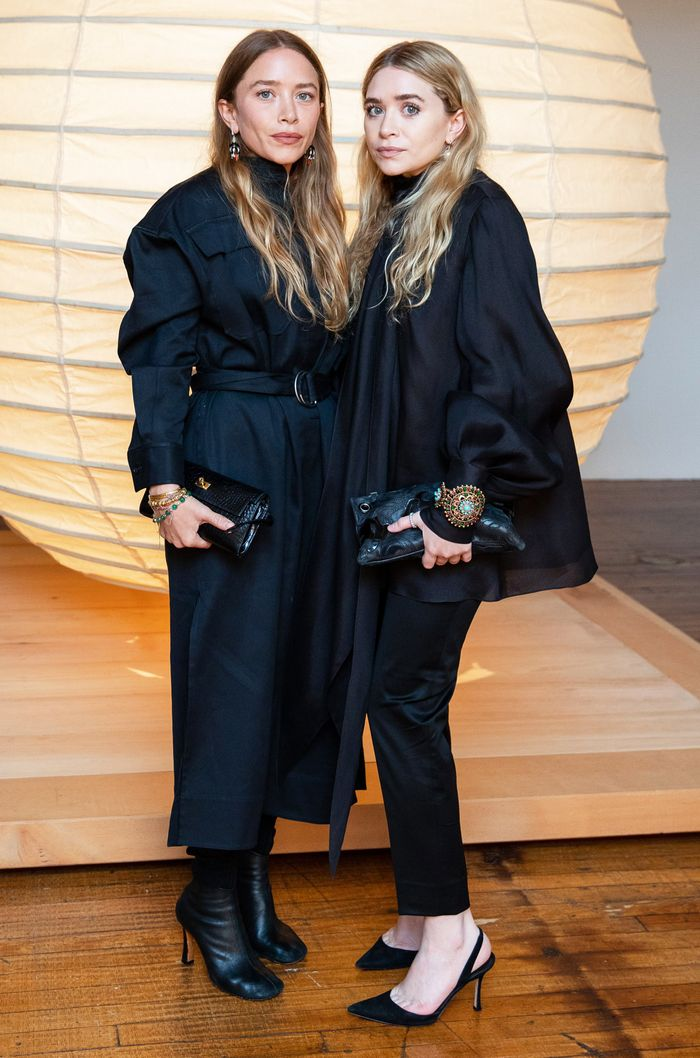 Olsen twins bracelets: All black outfits