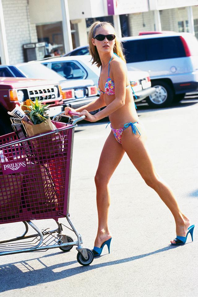Kate Moss '90s style oval sunglasses