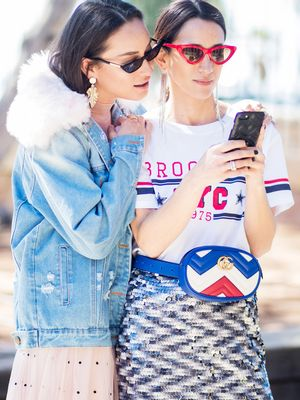 A Relationship Expert Explains Exactly How Social Media Affects Relationships