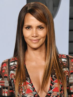 Halle Berry Just Did an At-Home Ab Workout Using Only Paper Plates