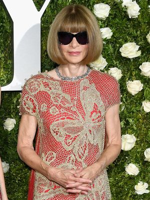 "Anna Wintour Called This Red Carpet a ""Disaster""—See How She Intervened"