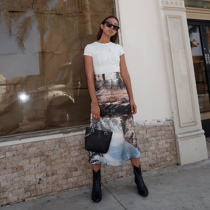 15 Skirt-and-T-shirt Outfits Fashion Girls Love | Who What Wear