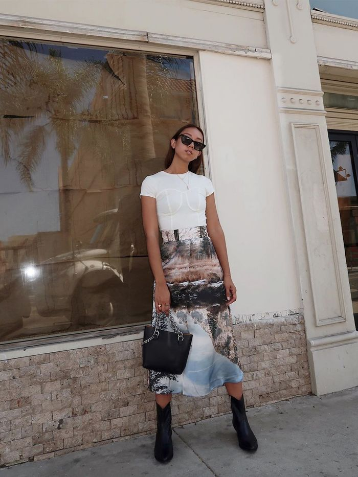15 Skirt-and-T-shirt Outfits Fashion Girls Love   Who What Wear