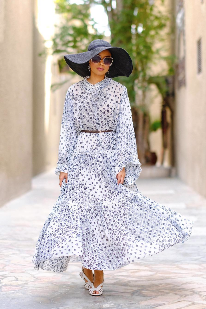 eid outfit ideas printed maxi dress hat