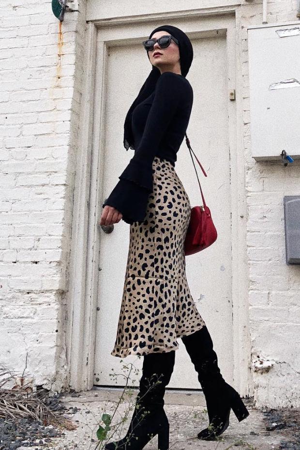 eid outfit ideas leopard skirt black statement top