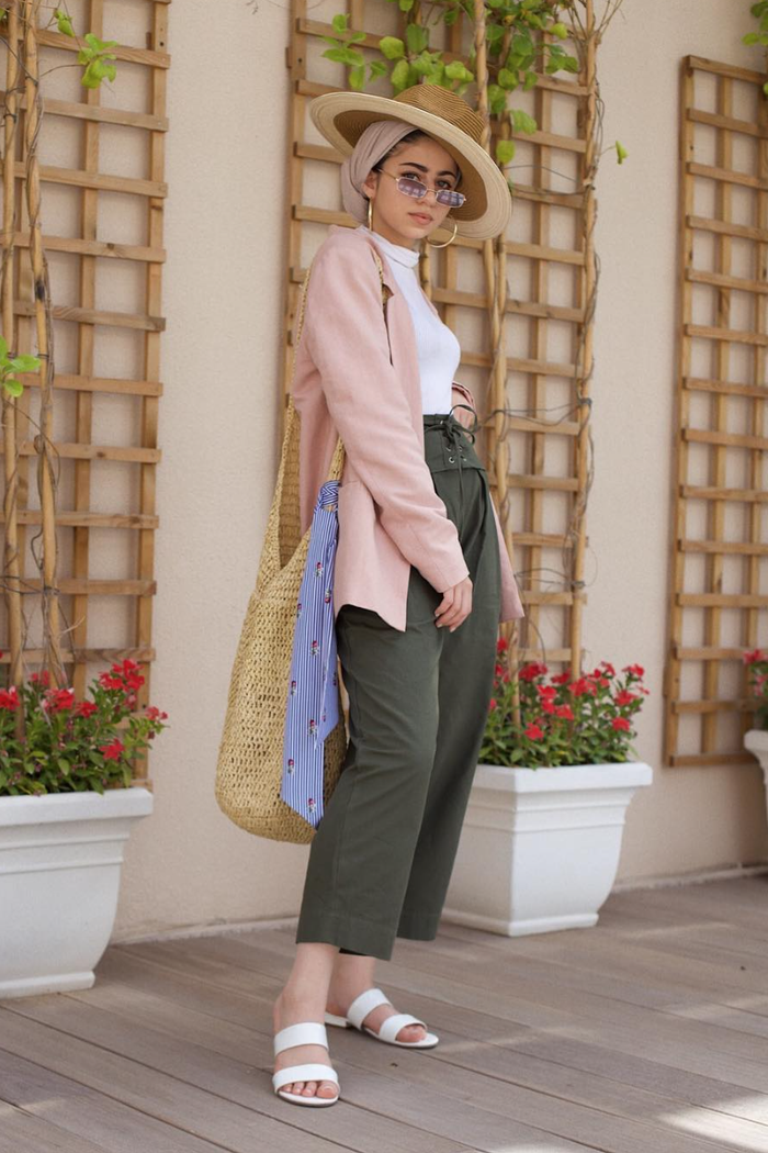 eid outfit ideas green cropped pants pink blazer