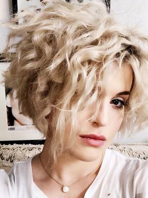 Kelly Osbourne's Platinum Micro Bob Is Giving Us Major Hair Envy