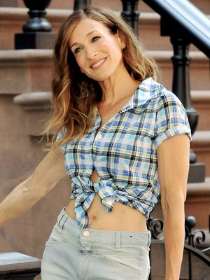 These Rare Carrie Bradshaw Jean Outfits Will Give You Feelings