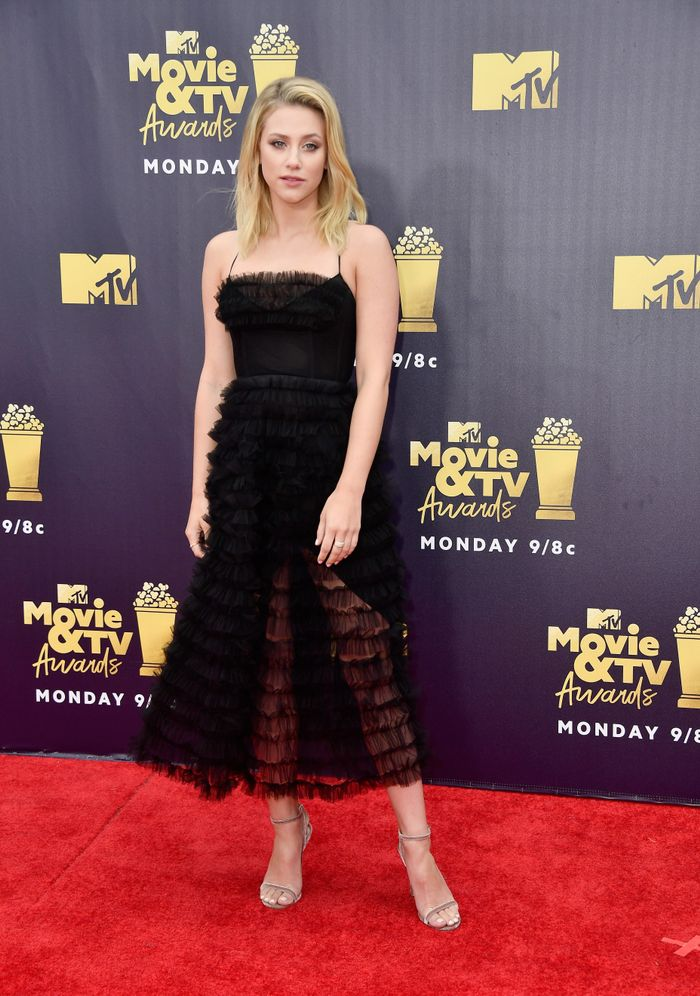 Lili Reinhart At The Mtv Movie And Tv Awards Who What Wear