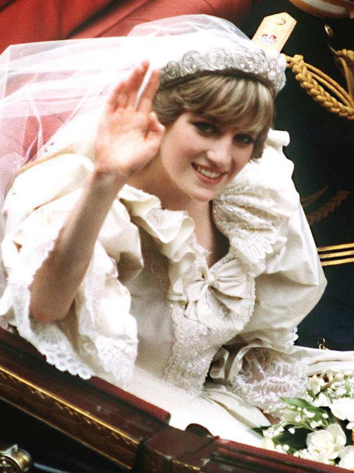 Celia Mccorquodale Wore Princess Diana S Wedding Tiara Who What Wear