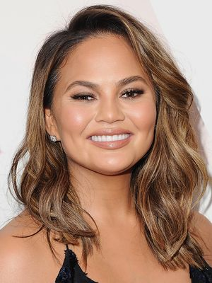 Chrissy Teigen Breast-Pumping in the Car Before Dinner Is Every Mum