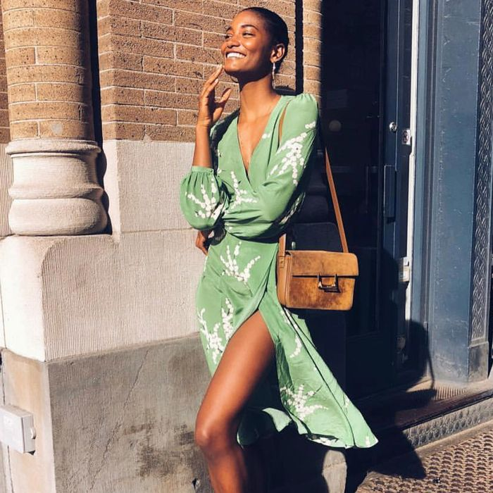 Pretty Summer Wedding Guest Dresses With Sleeves Who What Wear