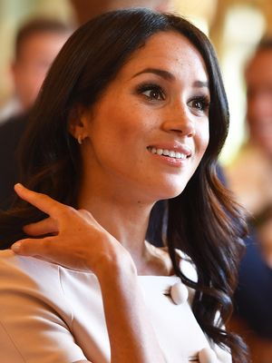 Re-Create Meghan Markle's Glowy Makeup Look With This Cult Highlighter