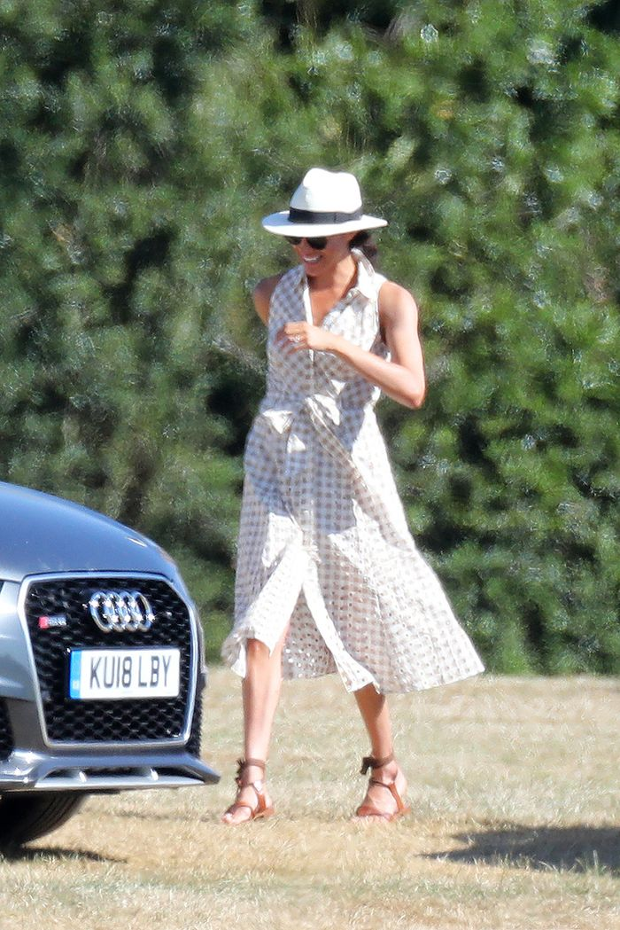 meghan markle flip flops: Meghan Markle at Harry's polo match