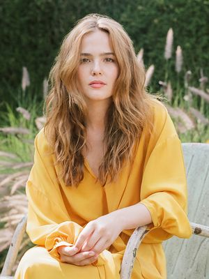 The Brilliant Zoey Deutch Knows Nothing