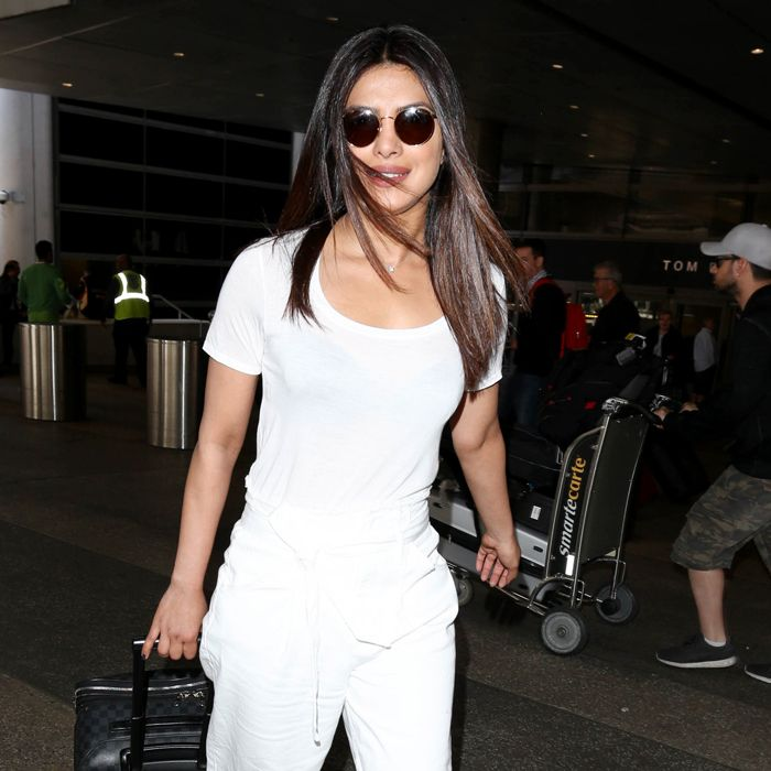 what to wear to the airport when it's hot out