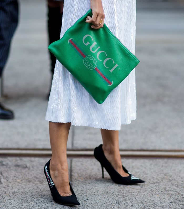 Gucci handbags: Street style carrying a Gucci pouch