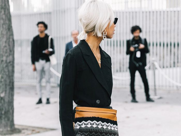 Necklace lengths: Street style wearing a blazer and gold necklaces