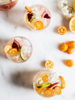 10 Easy Summer Cocktails That Are Fizzy, Fruity, and Downright Delicious