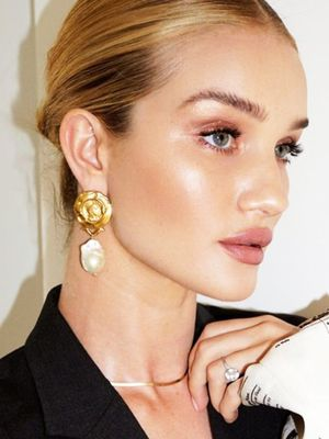 "The 15 Products Rosie Huntington-Whiteley Wears to Achieve ""Sun-Kissed Glamour"""