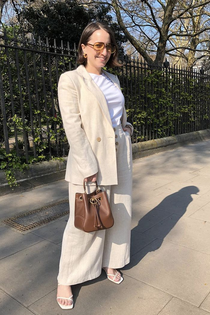best mulberry handbags: Hannah Almassi holding the Hampstead