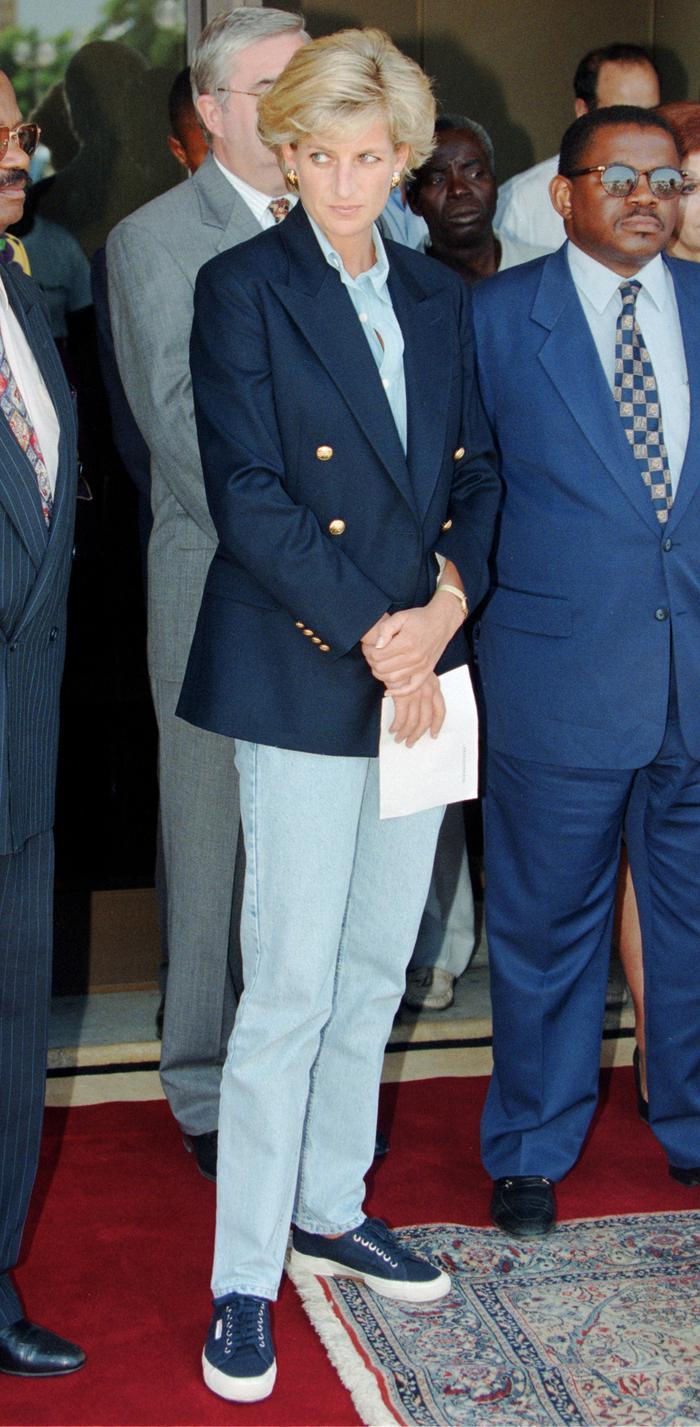 Princess Diana jeans: Blazer and blue jeans