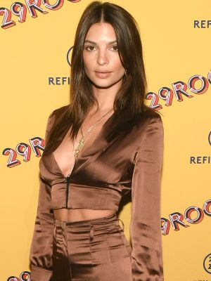 Emily Ratajkowski Wore Her Favourite $100 Nine West Shoes on the Red Carpet