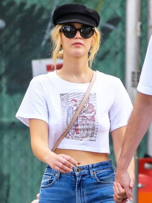 Jennifer Lawrence Managed to Make Skinny Jeans and Flip-Flops Look Cool in NYC