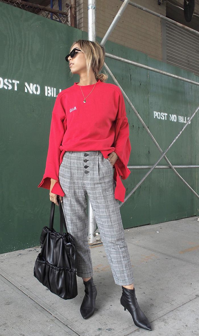 casual fall outfits - i am gia sweatshirt