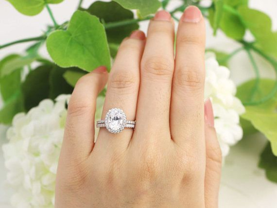 pretty oval halo engagement rings