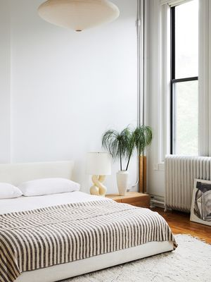 27 Minimalist Bedroom Ideas That Will Inspire You to Declutter