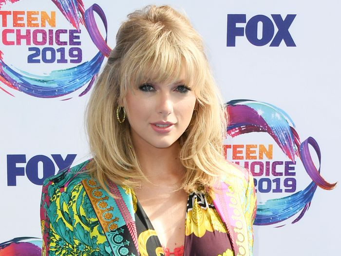 Teen Choice Awards Red Carpet Outfits