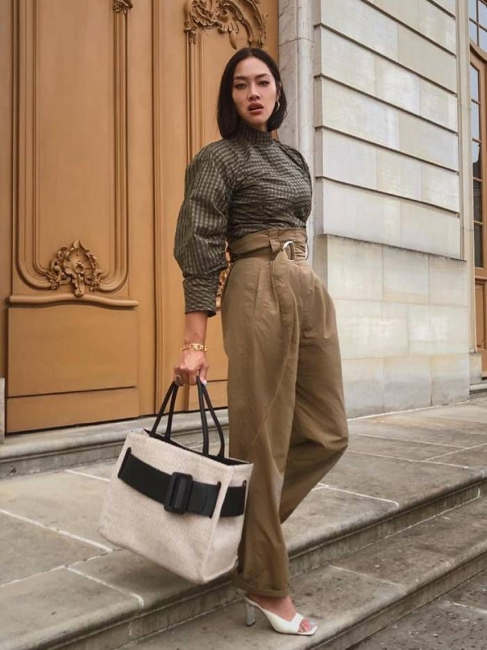Autumn outfits: tiffany hsu wearing a shirt, high-waisted trousers, wandler shoes and a boyy bag