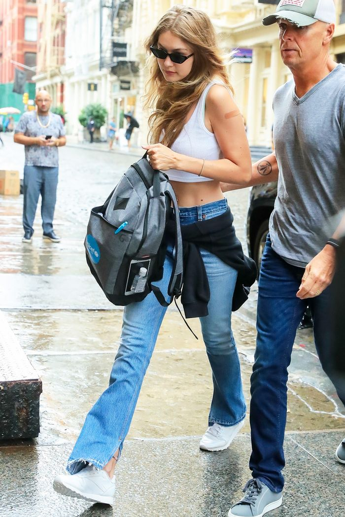 What jeans to wear with sneakers, Gigi Hadid